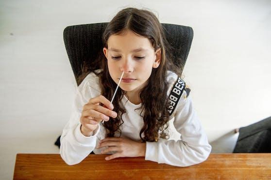 Sofern sich die Antigen-Schnelltests bei den Volksschülern in der Handhabung bewähren, könnte man auch hier auf die aussagekräftigeren Tests umsteigen.