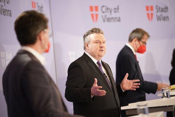 Bürgermeister Michael Ludwig (SPÖ) ist von dem Pilotprojekt für Zukunftsberufe in der Verwaltung überzeugt.
