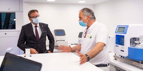 Tirols Landeshauptmann Günther Platterim Gespräch mit Ralf H. von HG Pharma