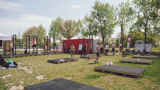 Der großzügige Trainingsbereich der Outdoor Zone auf der Wiener Donauinsel.