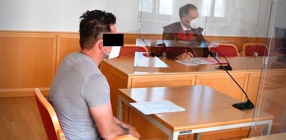 Der Angeklagte, Montagmittag am Linzer Landesgericht