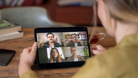 Ständiges Videotelefonieren hat Auswirkungen auf die Psyche. Frauen sind stärker betroffen.