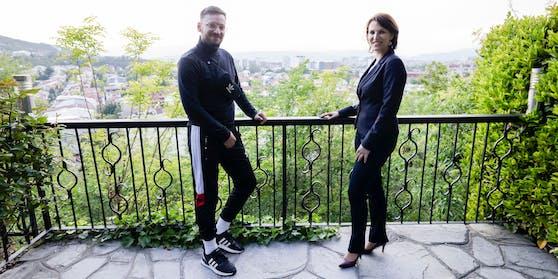 "David Slomo (""Heute"") begleitet Karoline Edtstadler auf ihrem Balkan-Trip."