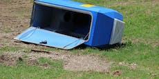 Linzer stellen Mobil-Klo auf Karussell und drehen es