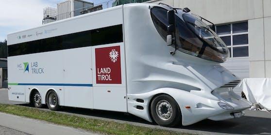 """Der futuristische """"Lab Truck"""" von HG Pharma"""