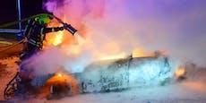 Unfallwracks begannen plötzlich in Amstetten zu brennen