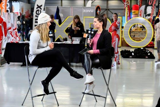 Hier ist Sedrina Schaller (rechts) noch als Tele1-Moderatorin beim Interview mit Ski-Star Corinne Suter zu sehen (2019).
