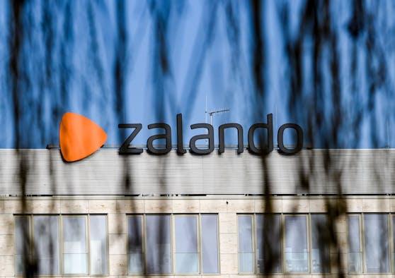 Die Geschäfte des Onlinehändlers Zalando florieren. Die Kunden bestellten wegen der Corona-Krise immer mehr im Internet.