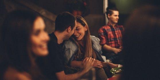 Apps wie Tinder und OkCupid erwarten für den Sommer einen Dating-Boom (Symbolbild).