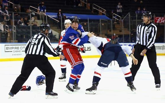 Michael Raffl prügelte sich mit Anthony Bitetto von den Rangers.
