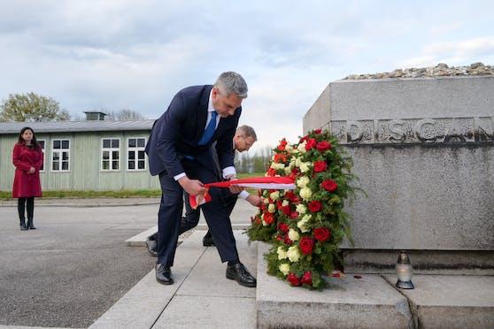 Karl Nehammer beim Gedenken an Opfer des NS-Regimes