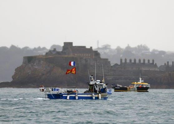 Streit um Fischereirechte: Französische Fischer demonstrieren vor dem Hafen von St. Helier auf der britischen Insel Jersey.