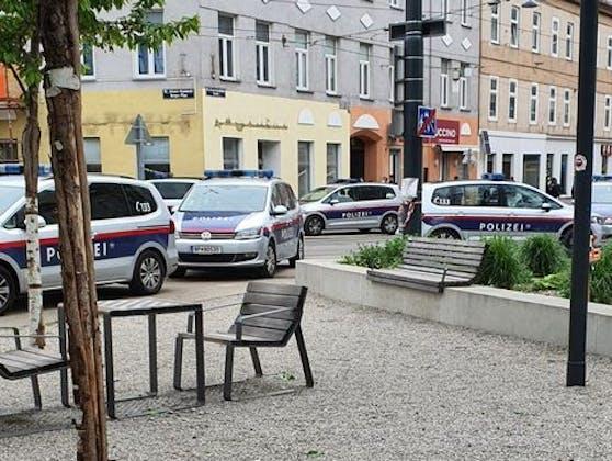 Polizei-Einsatz am Johann-Nepomuk-Berger-Platz (Wien-Ottakring)