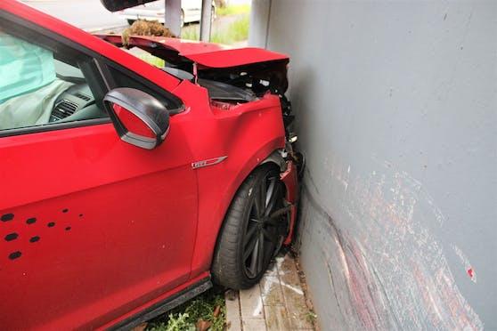 Der demolierte Golf GTI des 19-Jährigen.