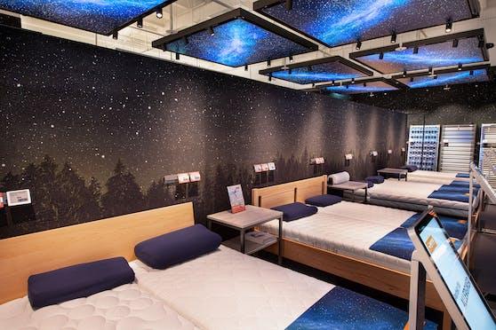 Einer der Highlights im neuen Flagshipstore ist das Schlafstudio mit seinen 14 Doppelbetten zum Probeliegen!