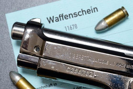 Innenminister Karl Nehammer (ÖVP) prüft eine Änderung im Waffengesetz in Bezug auf Gewalt in der Privatsphäre. (Symbolbild)
