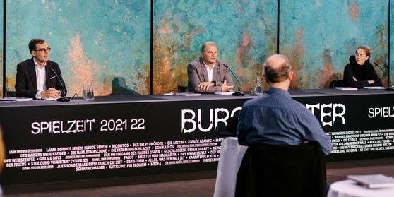 Geschäftsführer Robert Beutler,  Direktor Martin Kušej (Mitte) und seine Stellvertreterin Alexandra Althoff