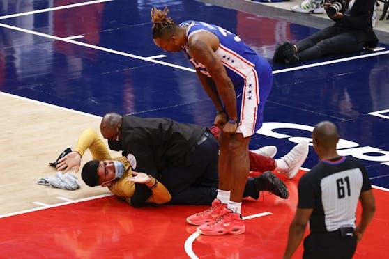 Ein NBA-Fan lief während der Partie aufs Spielfeld.