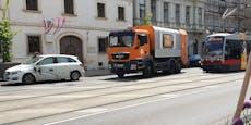 Wiener kracht mit gemieteten Mercedes in Straßenbahn