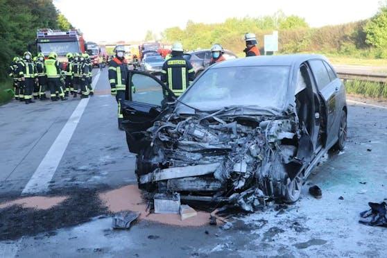 Ein Großaufgebot der Rettungskräfte wurde am Sonntagabend auf die deutsche Autobahn 24 alarmiert.