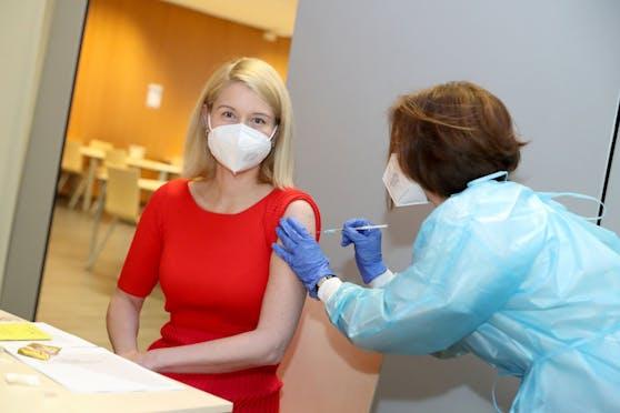 Auch LH-Vize Christine Haberlander wurde nun erstmals geimpft.