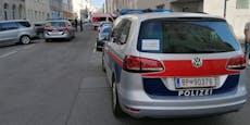 Männer attackieren WEGA, Beamte setzen Pfefferspray ein