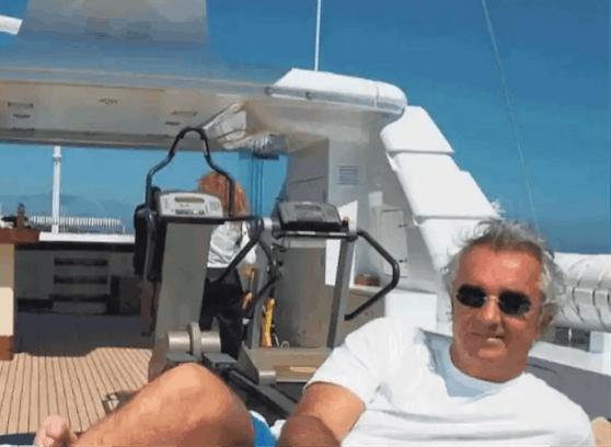 Flavio Briatore auf der versteigerten Jacht.