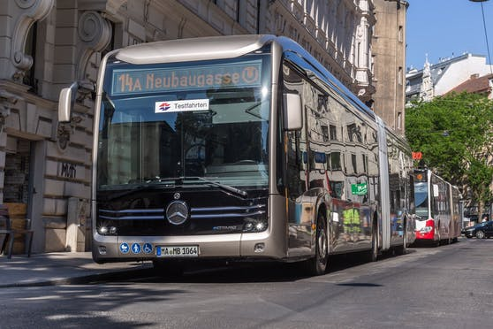 Der neue E-Gelenkbus ist ab sofort bis 22. Juni auf den Linien 14A, 15A und 66A unterwegs. Mitfahren ist gratis.
