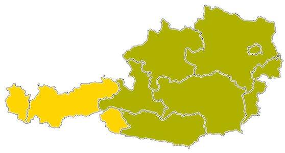 Sieben Bundesländer leuchten gelb-grün, nur Tirol und Vorarlberg bleiben gelb.