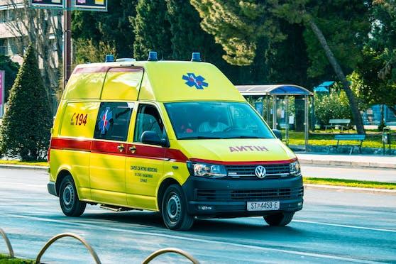 Ein Mann verursachte einen Verkehrsunfall. Dabei starb ein ungeborenes Kind, drei weitere Personen wurden verletzt.