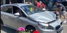 BMW fährt abrupt auf Gleise – Wiener Bim kracht hinein