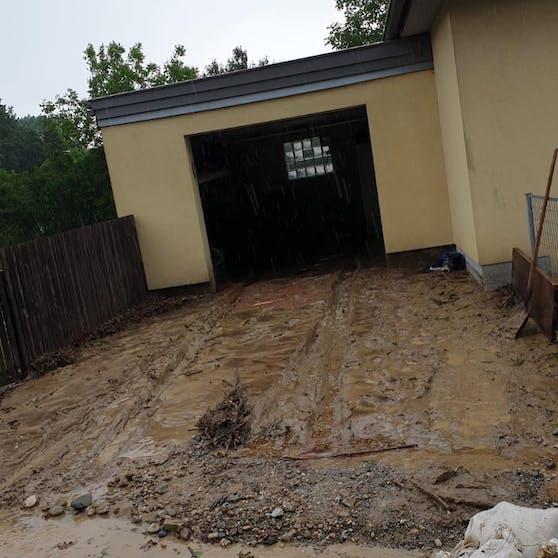 In Pielachberg drangen die Schlammmassen bis in die Häuser hinein.