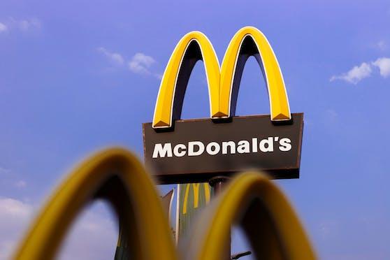 Cyberkriminelle haben Kunden- und Mitarbeiterinformationen der Fast-Food-Kette McDonald's gestohlen. (Archivbild)