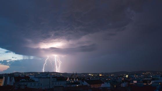 Gewitter-Welle rollt auf Österreich zu.