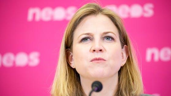 """NEOS-Chefin Beate Meinl-Reisinger teilt heftig gegen die """"abgehobenen Polit-Elite"""" aus."""