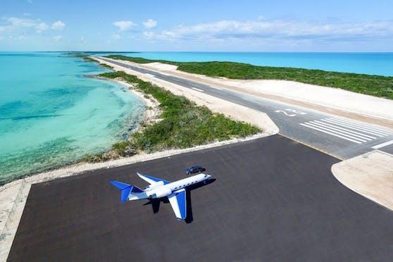 """Die größten Kaufargumente für """"Blue Island"""": Dieunschlagbare Privatsphäre und der eigene Flughafen."""