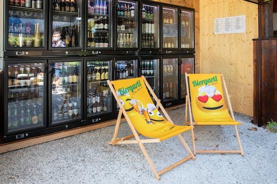 Im Linzer Biergartl gibt es in der Beer-Wall über 80 verschiedene Biere.