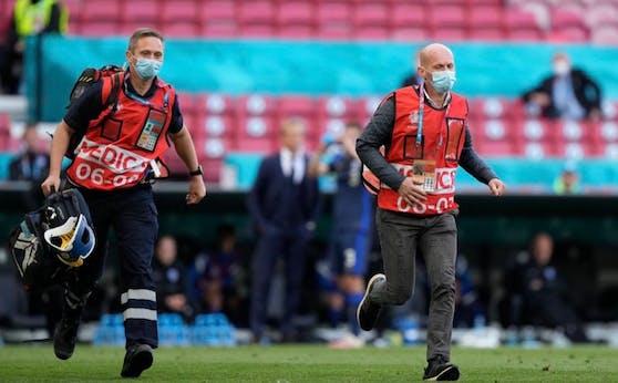 Dänemark-Teamarzt Martin Boesen (r.)