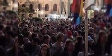 Hunderte drängten sich zu Riesen-Rave in die City