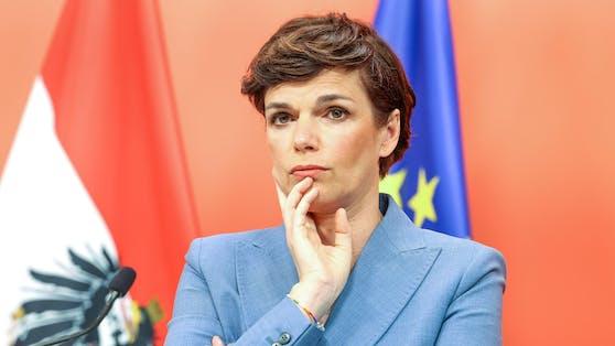 """ATV-Meinungsforscher Peter Hajek: """"Auffallend ist, dass die FPÖ-Wähler in Herbert Kickl und NEOS-Wähler in Beate Meinl-Reisinger mehr Vertrauen haben als die SPÖ-Wählerschaft in Pamela Rendi-Wagner"""""""