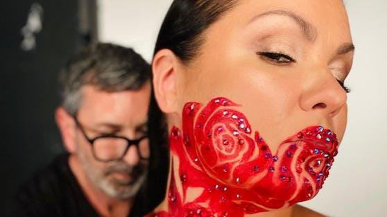 Das Bodypainting soll mit einem neuen Projekt der Opern-Diva zusammenhängen.