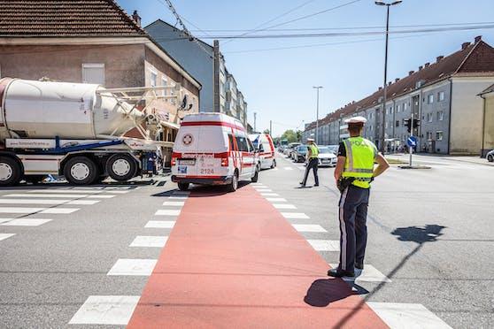 Die Radfahrerin wurde schwer verletzt. Jetzt verstarb sie im Krankenhaus.