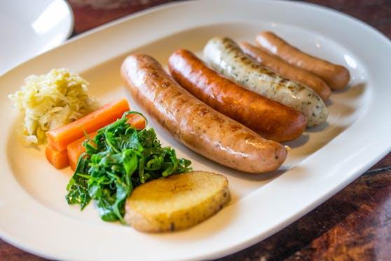 Veggie-Würstchen sind nicht unbedingt immer die gesündere Alternative vom Grill. (Symbolbild)