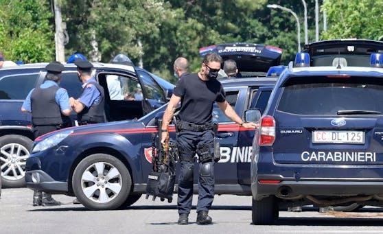 Spezialkräfte der italienischen Polizei rückten an, um den Täter zu stellen.