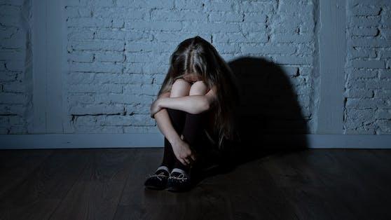 Ein 7-jähriges Mädchen wurde von einem Teenager missbraucht.