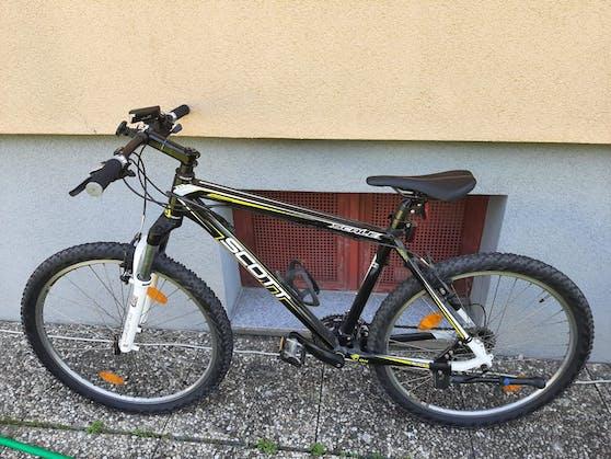 Auch das Fahrrad wurde durch den Sturz leicht beschädigt.