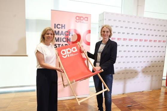 GPA-Vorsitzende Barbara Teiber (links) und Eva Zeglovits, Geschäftsführerin von IFES, präsentierten die Umfrageergebnisse zu Urlaub und Corona.