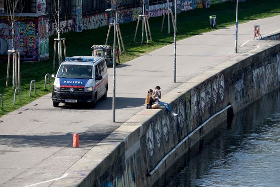 Die Polizei rückte aus und konnte das mutmaßliche Täterduo festnehmen. Symbolbild.