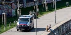 Duo schlägt und bestiehlt vier junge Mädchen in Wien