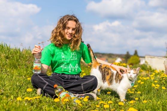 Fruchtige Innovation ohne Zucker, dafür mit Vitamin B: Ganz neu im Sortiment ist die neue Waldquelle-Sorte Orangen-Beeren-Mix.